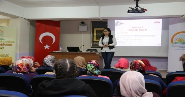 Kadın Çiftçiler Girişimcilik Eğitiminde