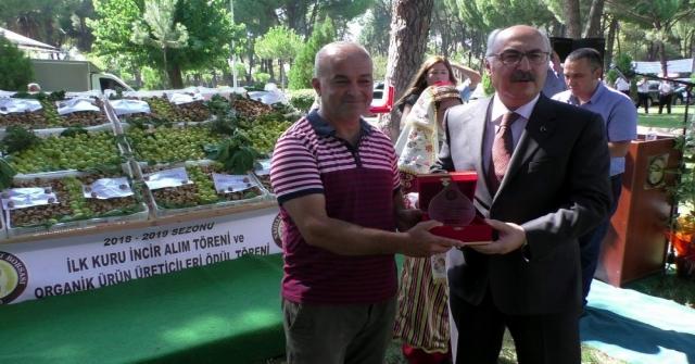 Sezonun İlk Organik Kuru İncirini Kilosu 100 Tlden Vali Köşger Satın Aldı
