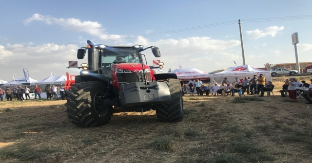 Tarla Gününde Traktörler Görücüye Çıktı