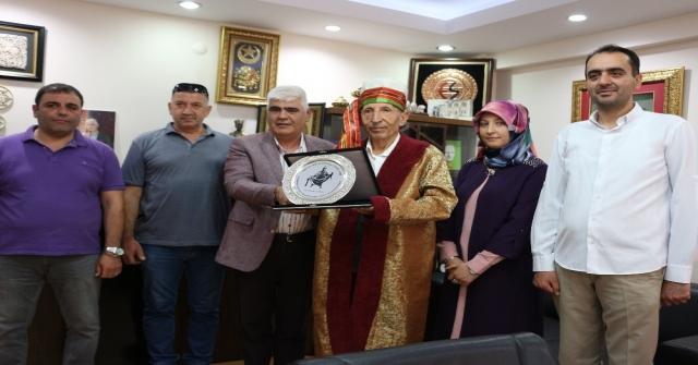 'Yılın Ahisi Seçilen Yarım Asırlık Esnafa Kaftanlı Plaket Töreni