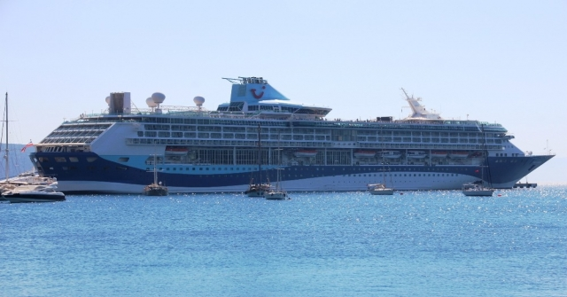 Dev Yolcu Gemisi Bin 762 Yolcusuyla Bodruma Demir Attı