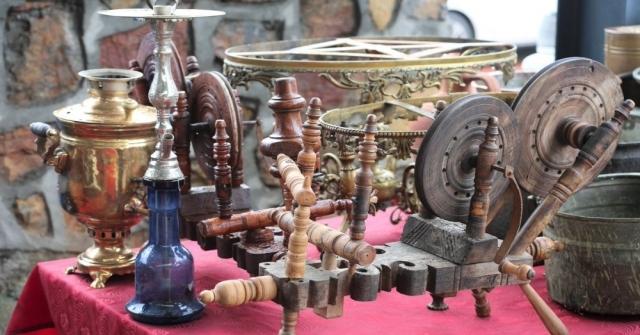 Antika Pazarından Alıcı Da Memnun Satıcı Da