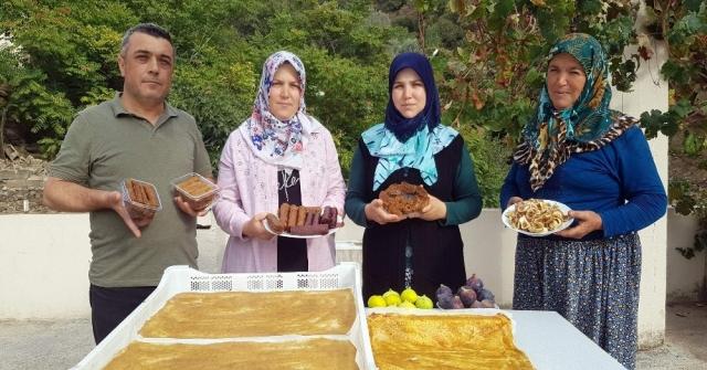 Girişimci Kız Kardeşler Taze İncirden Pestil Yaptı