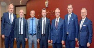 İSO'ya Büyük Hizmetleri Olan Merhum Fazıl Zobu'nun Adı Meclis Salonu'na Verildi