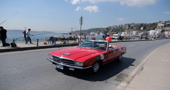 Klasik otomobiller Boğaz'da