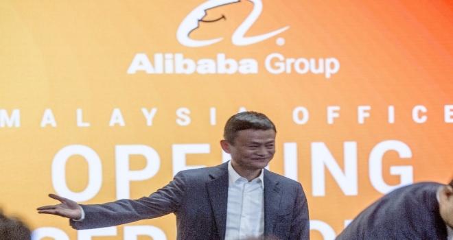Çinin En Zengin Adamı Tahtını Devrediyor