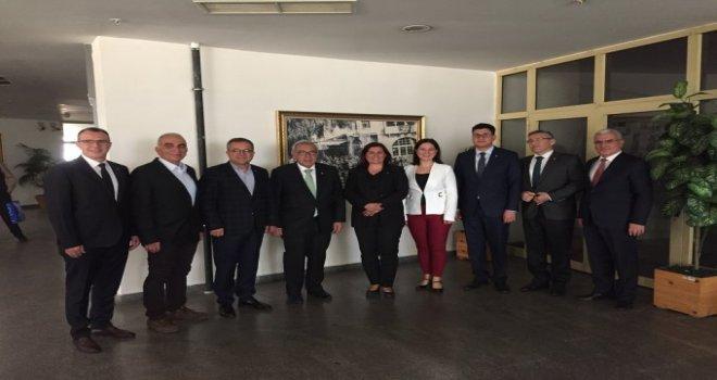 AYSO Yönetimi , Özlem Çerçioğlu'nu Ziyaret Etti